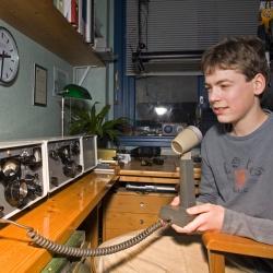 Ewoud (15) was op de 20 en 80 meter banden te horen via dit fraaie HF station van Dick PA2DW